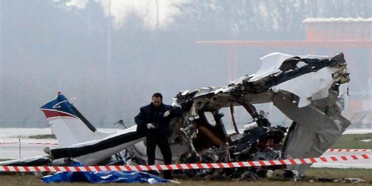 Un petit avion s'écrase à Charleroi en Belgique, cinq morts
