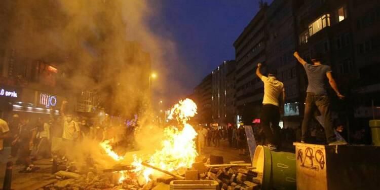 Plus de 400 arrestations après les heurts à Istanbul