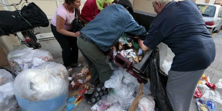 Pauvreté: Jean-Marc Ayrault fustige stigmatisation et assistanat