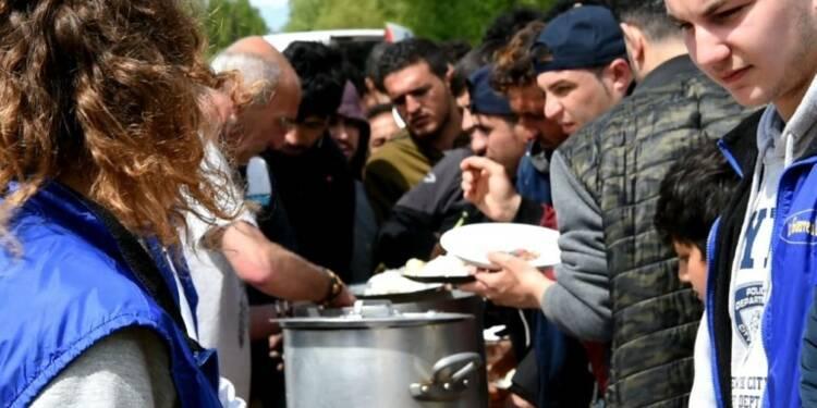 Distribution de repas aux migrants à Grande-Synthe