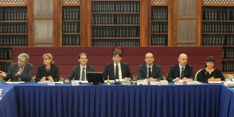 La commission du sénat italien vote pour l'éviction de Berlusconi