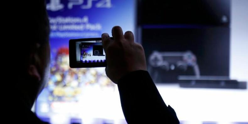 Sony dévoile un casque de réalité virtuelle pour la PS4