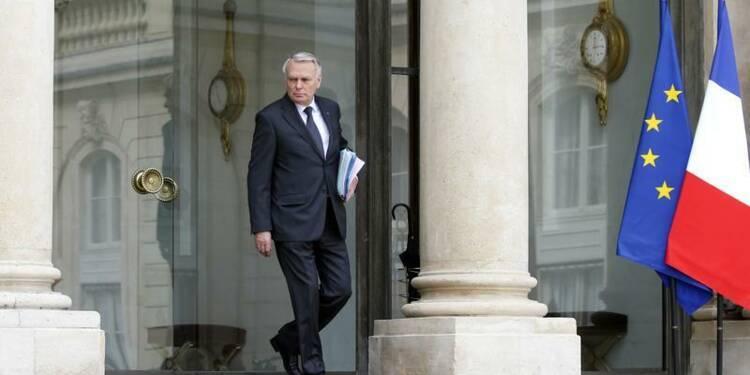 """Un an au pouvoir pour Ayrault, """"stimulé par l'adversité"""""""