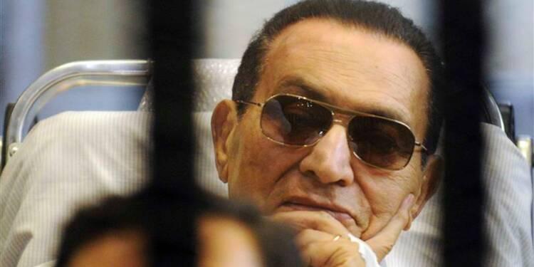 Hosni Moubarak transféré au tribunal pour son deuxième procès