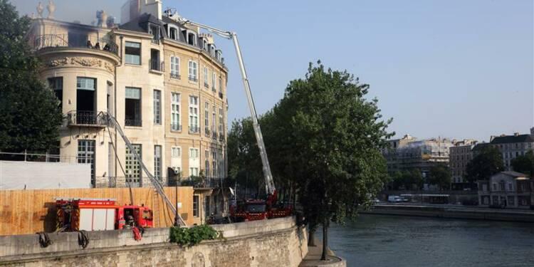 Important incendie à l'hôtel Lambert à Paris