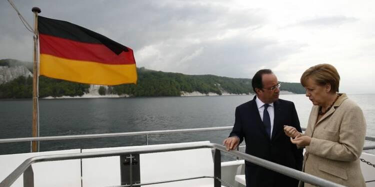 Hollande et Merkel jouent la complicité avant les européennes