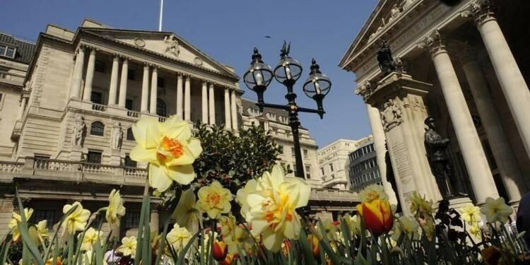 La Banque d'Angleterre ne voit pas d'urgence à relever les taux
