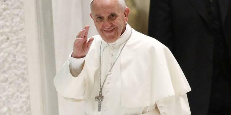 Le pape invite les élus français à donner une âme aux lois