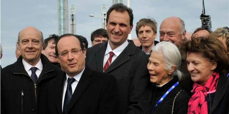 Hollande défend à Bordeaux le nouvel acte de la décentralisation