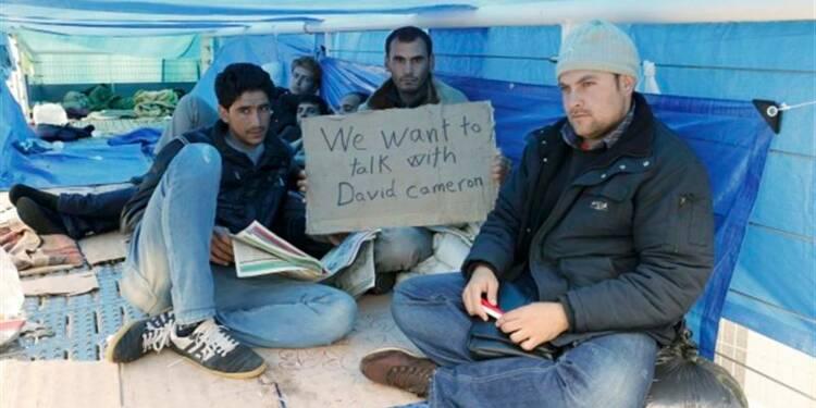 Des migrants syriens évacués sur le port de Calais