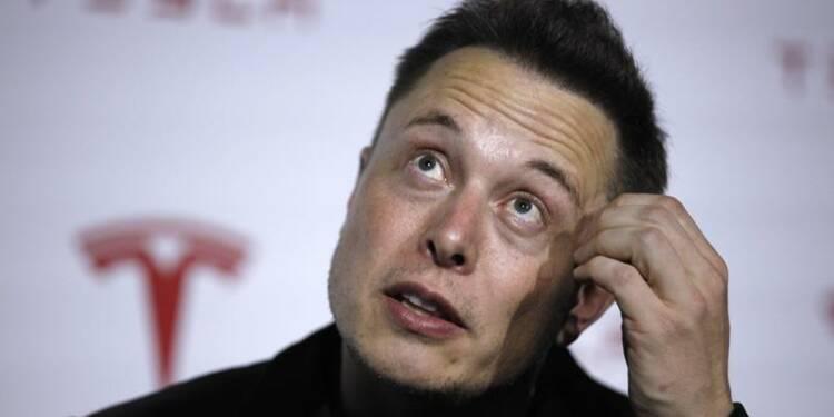 """Tesla confirme un contact avec Apple mais juge une OPA """"improbable"""""""