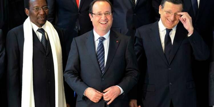 """Plus de trois milliards d'euros pour """"réussir la paix"""" au Mali"""
