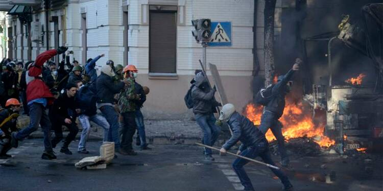 Journée de violence à Kiev, au moins neuf morts