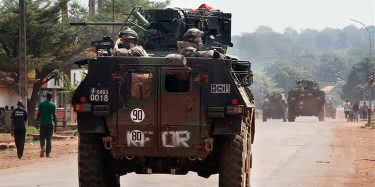 Jean-Yves Le Drian en Centrafrique auprès des troupes françaises