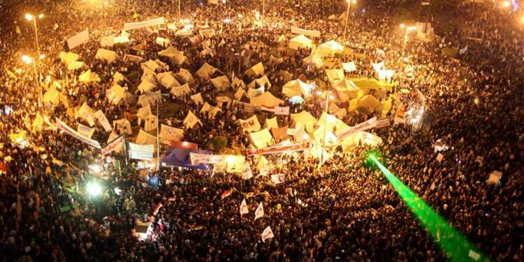Heurts entre opposants à Morsi et policiers place Tahrir