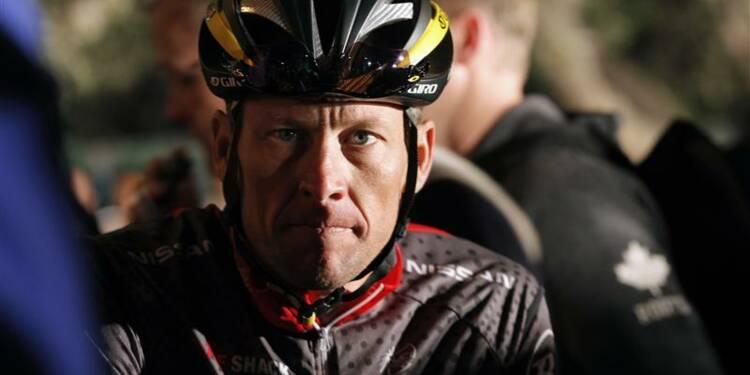 """Dopage: des lecteurs """"trompés"""" portent plainte contre Armstrong"""