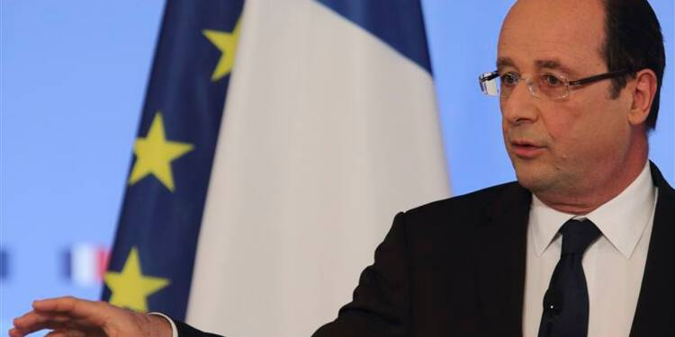 Hollande dit chercher la bonne posture vis-à-vis de la presse