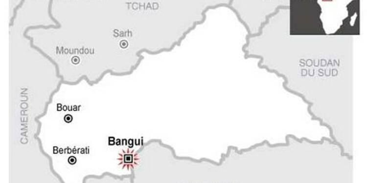 Des soldats sécurisent l'ambassade de France à Bangui