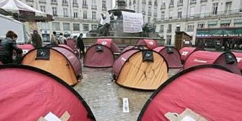 Les enfants de Don Quichotte réinstallent leurs tentes