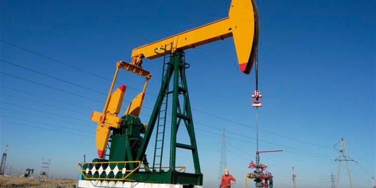 Les cours du pétrole terminent sur une note stable