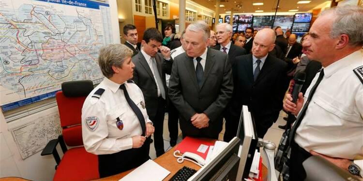 Ayrault et ses ministres sur le terrain pour le réveillon