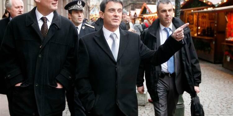 Valls donnera le nombre des voitures brûlées le 31 décembre
