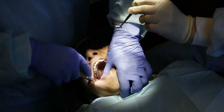 Des dentistes soupçonnés d'escroquerie et de violences