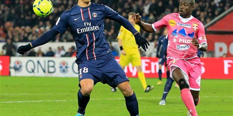 Ligue 1: le PSG retrouve des couleurs contre Evian
