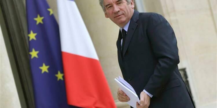Hollande doit engendrer un nouveau climat politique, dit Bayrou