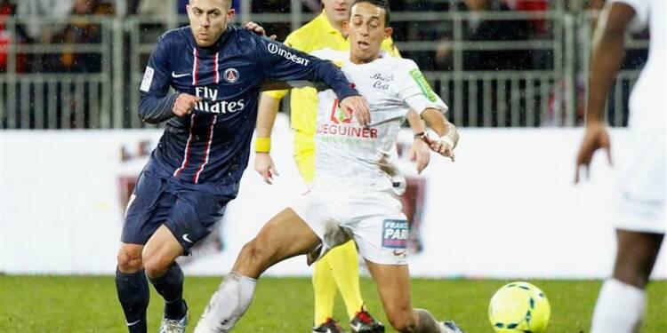 Ligue 1: le PSG s'impose à Brest et passera la trêve en tête