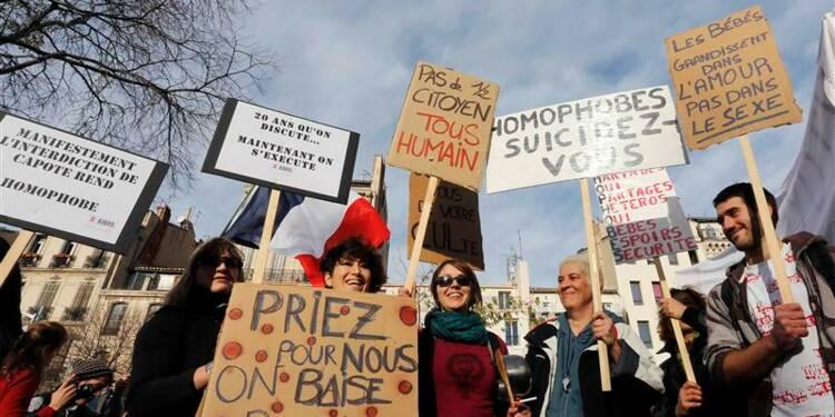 Des milliers de partisans du mariage gay défilent en France