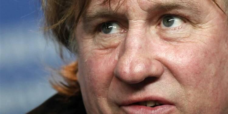 """Hollande refuse de """"blâmer"""" Depardieu, vante le """"patriotisme"""""""