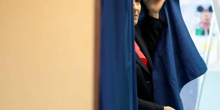 Le FN maintient le suspense sur la candidature Marine Le Pen