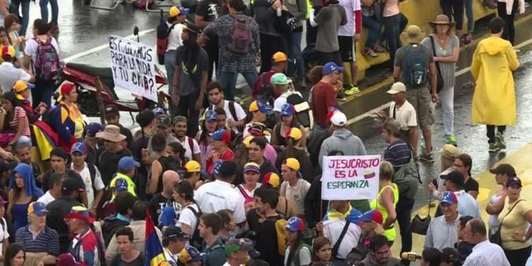 Venezuela : l'opposition organise un blocage national des routes