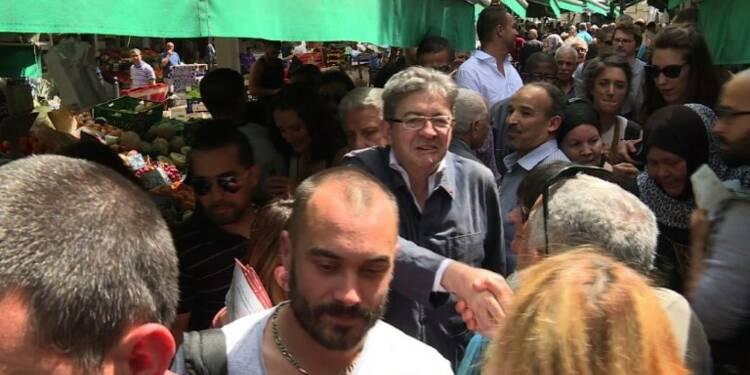 Législatives : Mélenchon en campagne sur un marché de Marseille