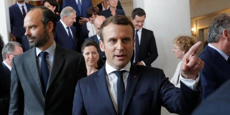 Macron veut serrer la vis des cabinets ministériels