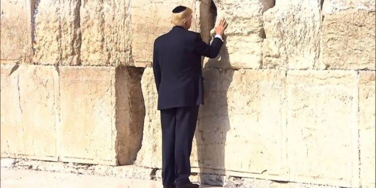 Trump, premier président américain au mur des Lamentations