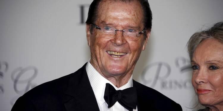 """L'ex-""""James Bond"""" Roger Moore meurt à 89 ans"""