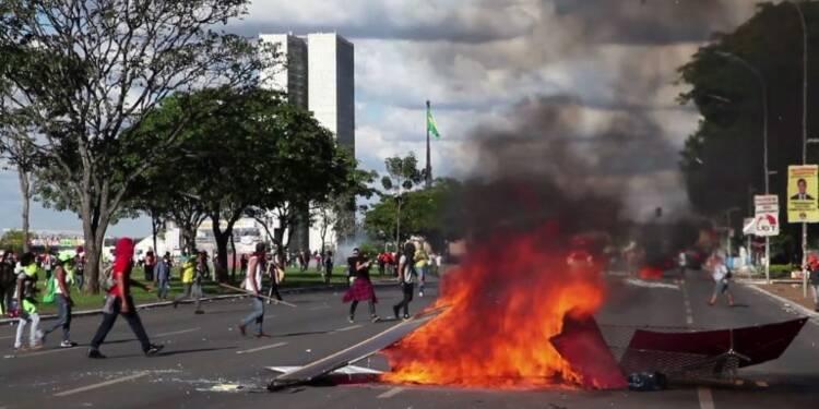 Brésil: violente manifestation contre le président Temer