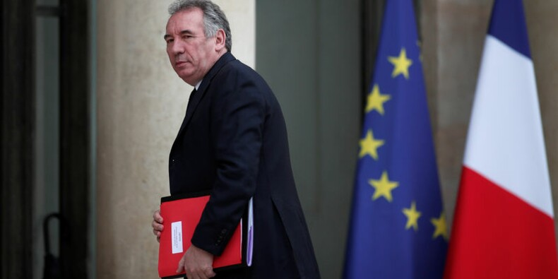 Bayrou mis en cause pour son soutien à Sarnez, visée par une enquête