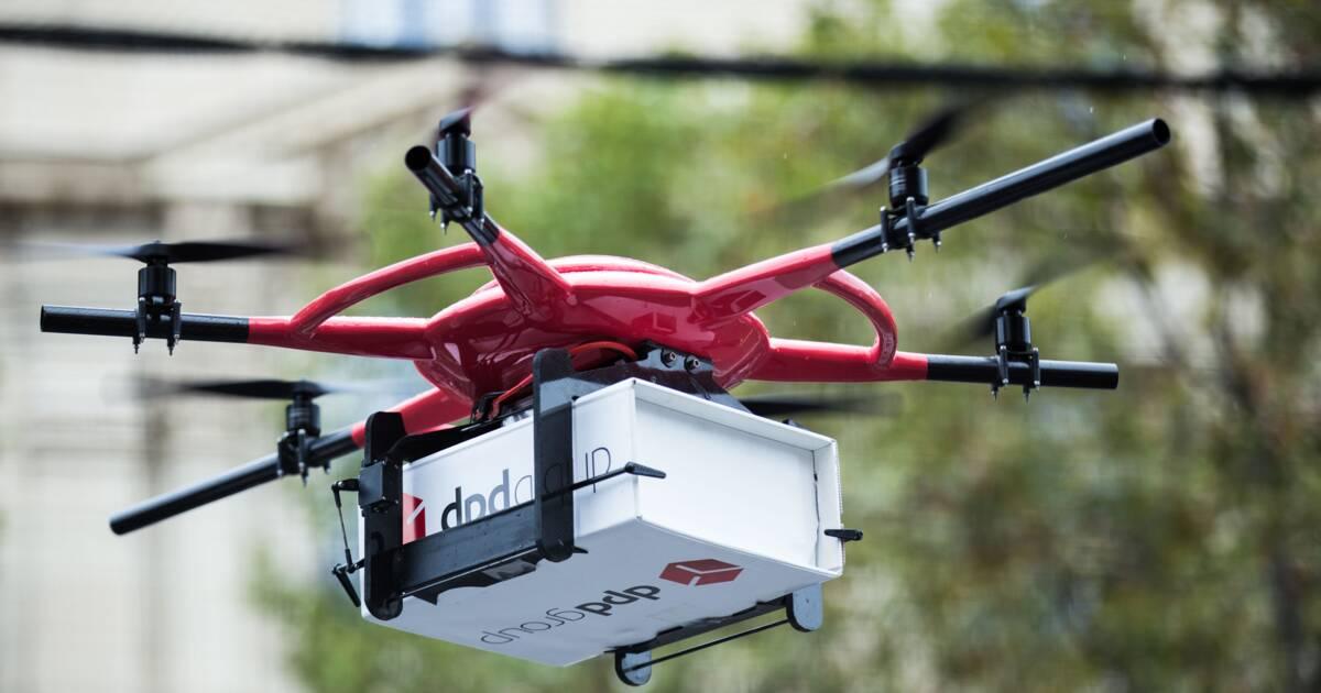 livraison par drone la poste bat amazon. Black Bedroom Furniture Sets. Home Design Ideas