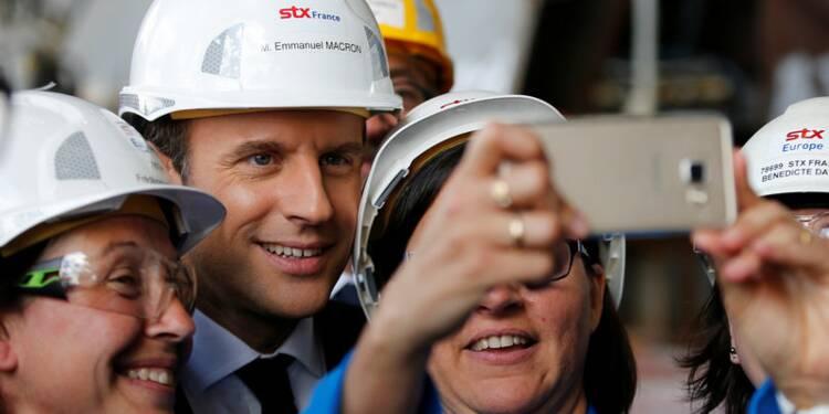 Langoustines et selfies: Macron sur le terrain électoral