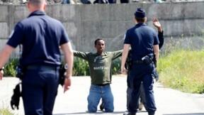 Colère des humanitaires de Calais contre les violences policières