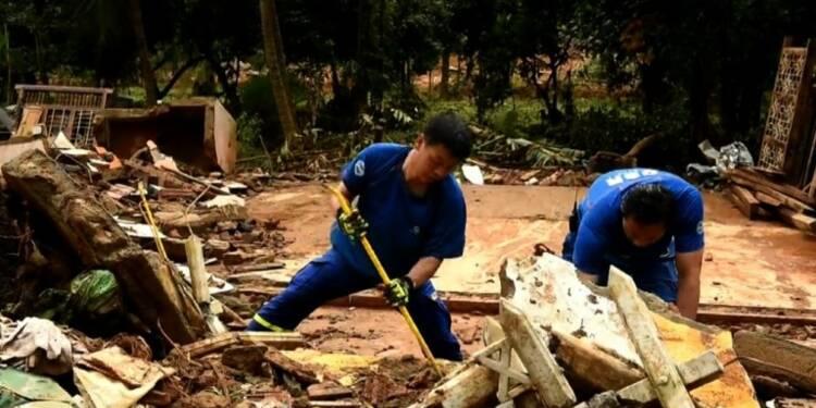 Sri Lanka/mousson: des secouristes chinois déblayent un village