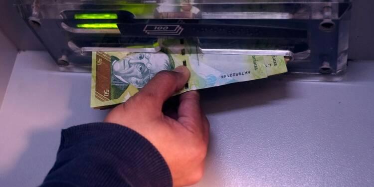 Au Venezuela, pendant que le bolivar fond, le dollar est introuvable