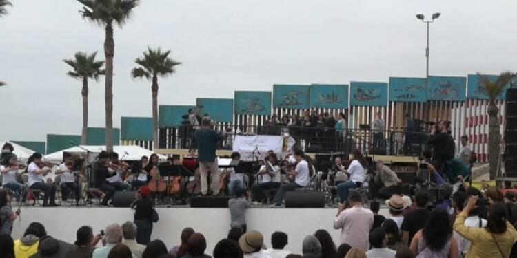 Concert à la frontière du Mexique contre le mur de Trump