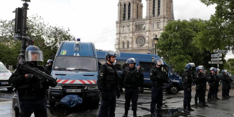 Enquête antiterroriste sur l'agression de policiers à Paris