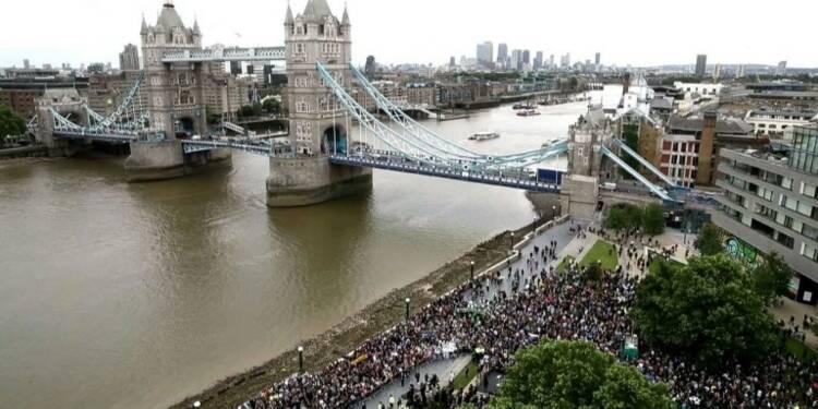 Images aériennes de la veillée pour les victimes de Londres