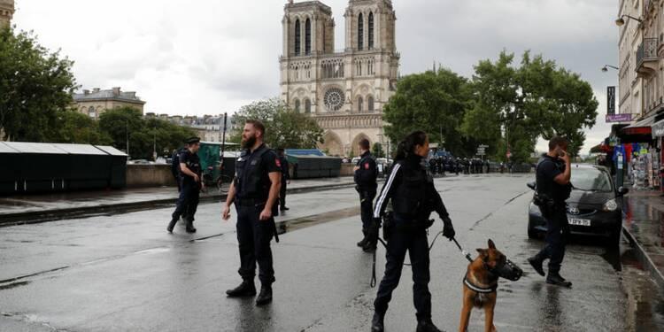 Un policier attaqué au marteau à Paris, l'agresseur neutralisé