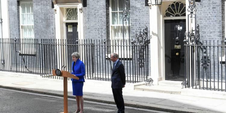 Theresa May va former un nouveau gouvernement
